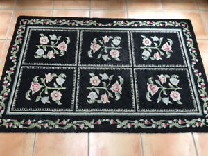 Shabby chic hooked rug-approx 3 x 5