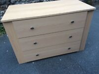 Chest of drawers nearly new *free local delivery*