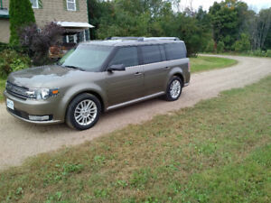 2014 Ford Flex - Loaded, low KMs! $27,900