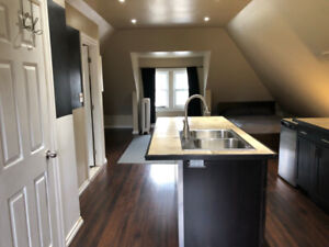 4-152 Holton Ave S, Studio Apartment in Hamilton with RentPerks