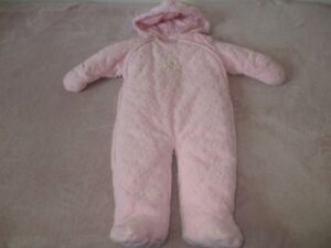 BABY GIRL SNOW SUIT -9 MONTHS (18 LB)