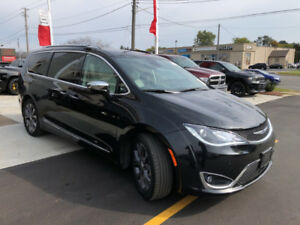 2017 Chrysler Pacifica Limited Van Loaded with extended warranty