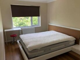 Large Double room available in Hackney
