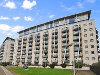 2 bedroom flat in Newton Place, Docklands E14