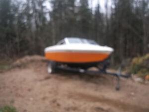 bateau 17.5 pied avec trailleur projet a finir