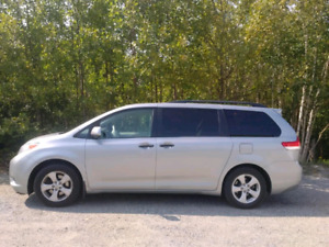 2014 Toyota sienna, new low price!