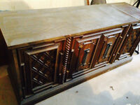 VINTAGE FLOOR MODEL STEREO WITH LIFT TOP