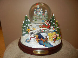 AN OLD FASHIONED DISNEY CHRISTMAS WATERGLOBE