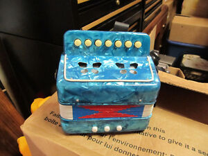 very cool mini accordion  works and sound great