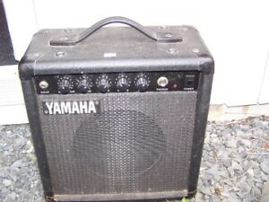 YAHAMA SMALL AMPLIFIER / AMP FOR ELECTRIC GUITAR