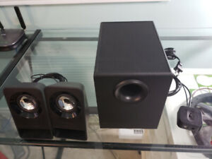Logitech z213 Compact 2.1 Stereo Speakers