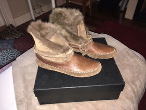 House of Harlow Moccasins - Size 7 - NEVER WORN!