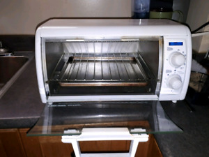 Black and Decker Toaster Oven (Excellent  Condition)