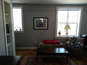 downtown apartment, close to Bannerman Park, mid-June to mid-Aug