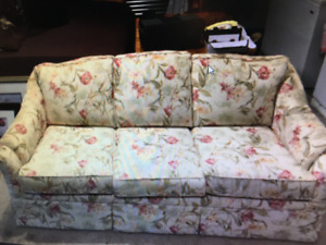 3 SEATER COUCH  ONLY $!20
