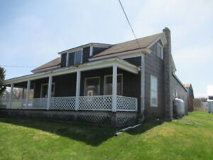 Morden, large cottage, beautiful setting on Bay of Fundy