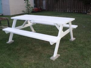 Table pique nique bois 6' tres solide propre(Livraison possible)