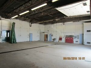 INDUSTRIAL WAREHOUSE SHOP, 14' TRUCK BAY DOORS, SECURE YARD Kitchener / Waterloo Kitchener Area image 5