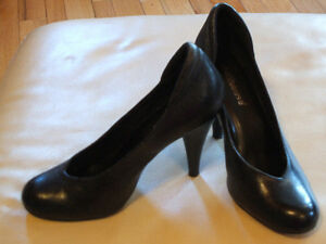 Like new - Dollhouse black leather heels stitched undersole