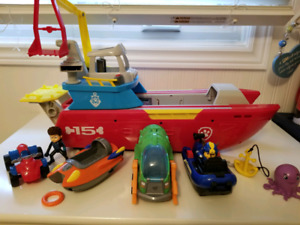Paw Patrol Sea Patroller with Pup Sea Vehicles and Figures!