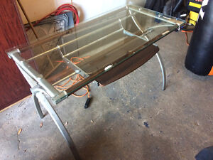 Table ordinateur avec dessus en verre