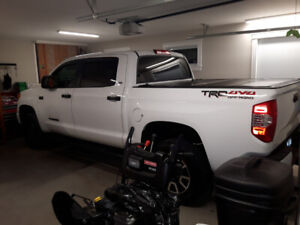 16' Tundra Trd Crew....Only 22,000 Km's Lots Of Extras
