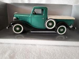 (26) 1943? Chevrolet Pick up Truck Die Cast