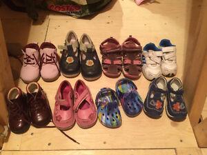 Chaussures/sandales fillette à 3$/paire
