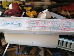 Hot tub cover roller