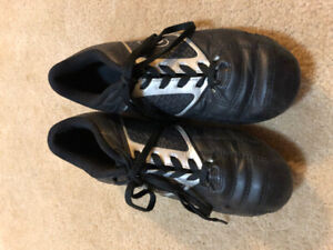 Boys soccer cleats size 6
