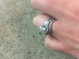 18k white gold engagement ring with band
