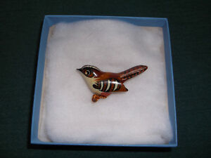 "Vintage CARVED TAKAHASHI ""style"" WREN BIRD Pin Brooch"