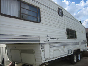 1988 Mallard 28 ft. 5th Wheel Trailer