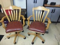 sET OAK OFFICE CHAIRS WITH CHESTNUT LEATHER SEATS