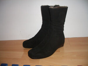 """ LaCanadienne""""  boots  mouton / shearling----- size 6.5  US"