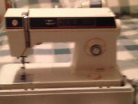 SINGER SEWING MACHINE 1425 WITH HARD CASE