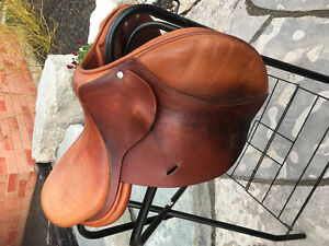 """FOR SALE: 16"""" Childeric saddle"""