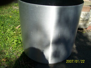 18'' ALUMINUM FLOWER POT