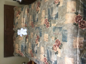 DOUBLE BED COMFORTER AND SHAMS
