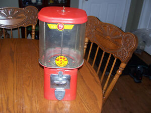 Vintage 5 Cent Bubble Gum Machine With Key