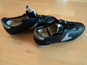 CURLING SHOES OLESON LADIES SIZE 7 NEW