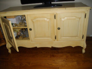 Cabnet TV stand