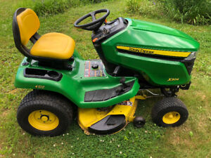 John Deere X304 lawn tractor with P10 trailer