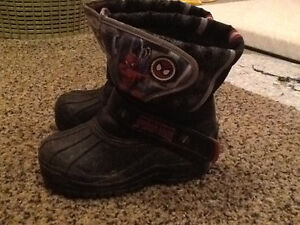 Boys SPIDERMAN winter boots size 11