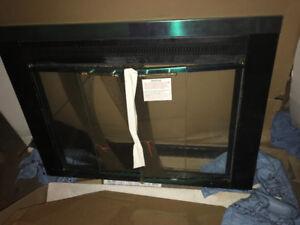 Fireplace glass door/ screen.   - Porte vitre écran pour chemine