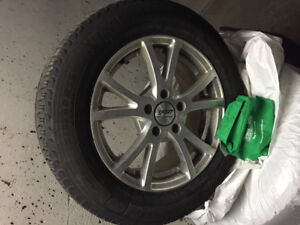 Nearly new 4 Micheline X-Ice 215-60R16 on alloy rims