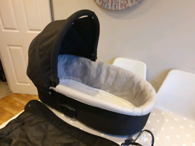Baby Oyster carry cot Black V Good Condition