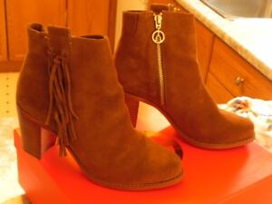 Wishbone Collection Suede (Tan) cowgirl boots size 6.5 B