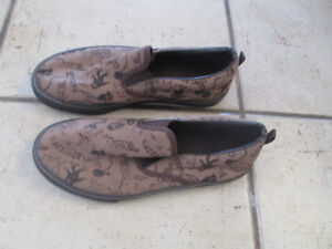 OLD Navy slip on shoes $3 youth size 5