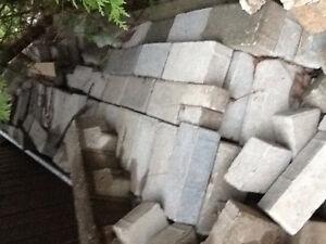 Lot de briques grises (environ 200-250)
